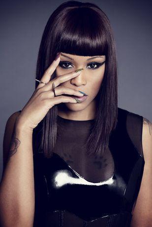 präsentiert von www.my-hair-and-me.de  #women #hair #haare #straight #glatt #lang #long #pony #hand #finger #eyes #black #schwarz