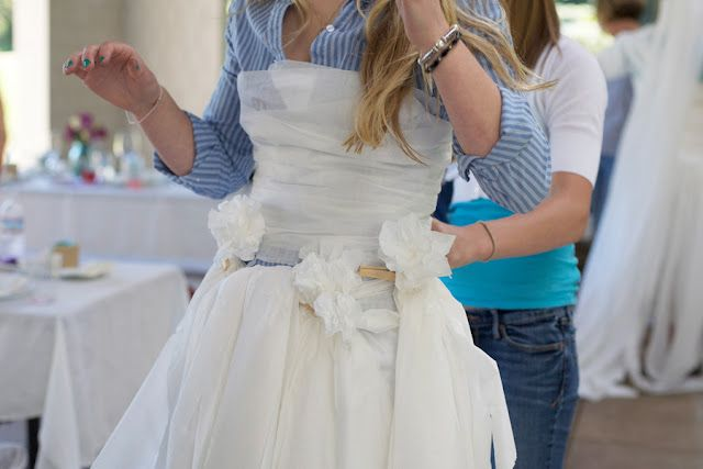 bridal shower game who can make the best wedding dress out of toilet paper