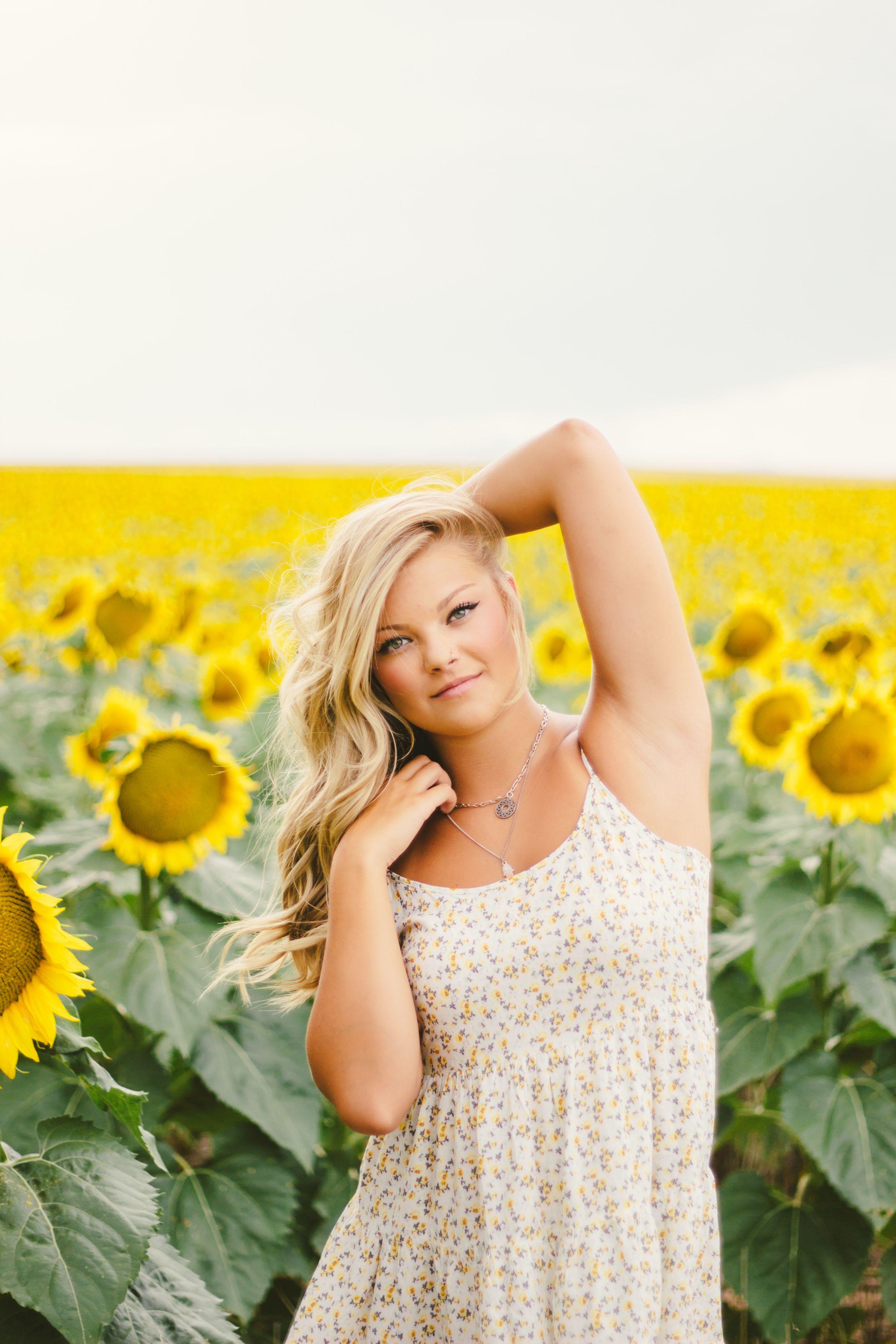 Senior photoshoot, Senior photos, sunflowers, sunflower ...