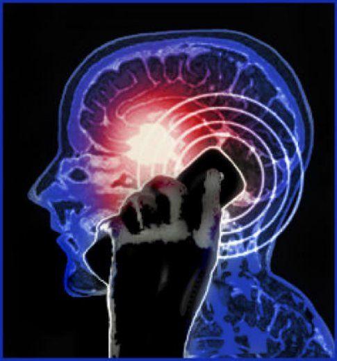 Un estudio revela que las personas que utilizan el teléfono celular por más de 15 horas al mes podrían desarrollar ciertos tumores cerebrales.