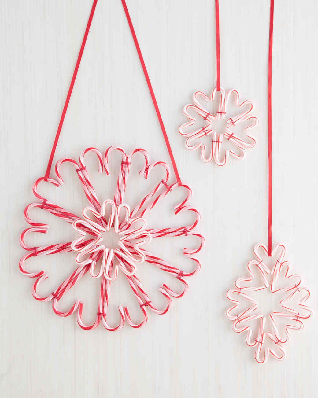 A sweet candy cane wreath for the holidays holiday wreaths