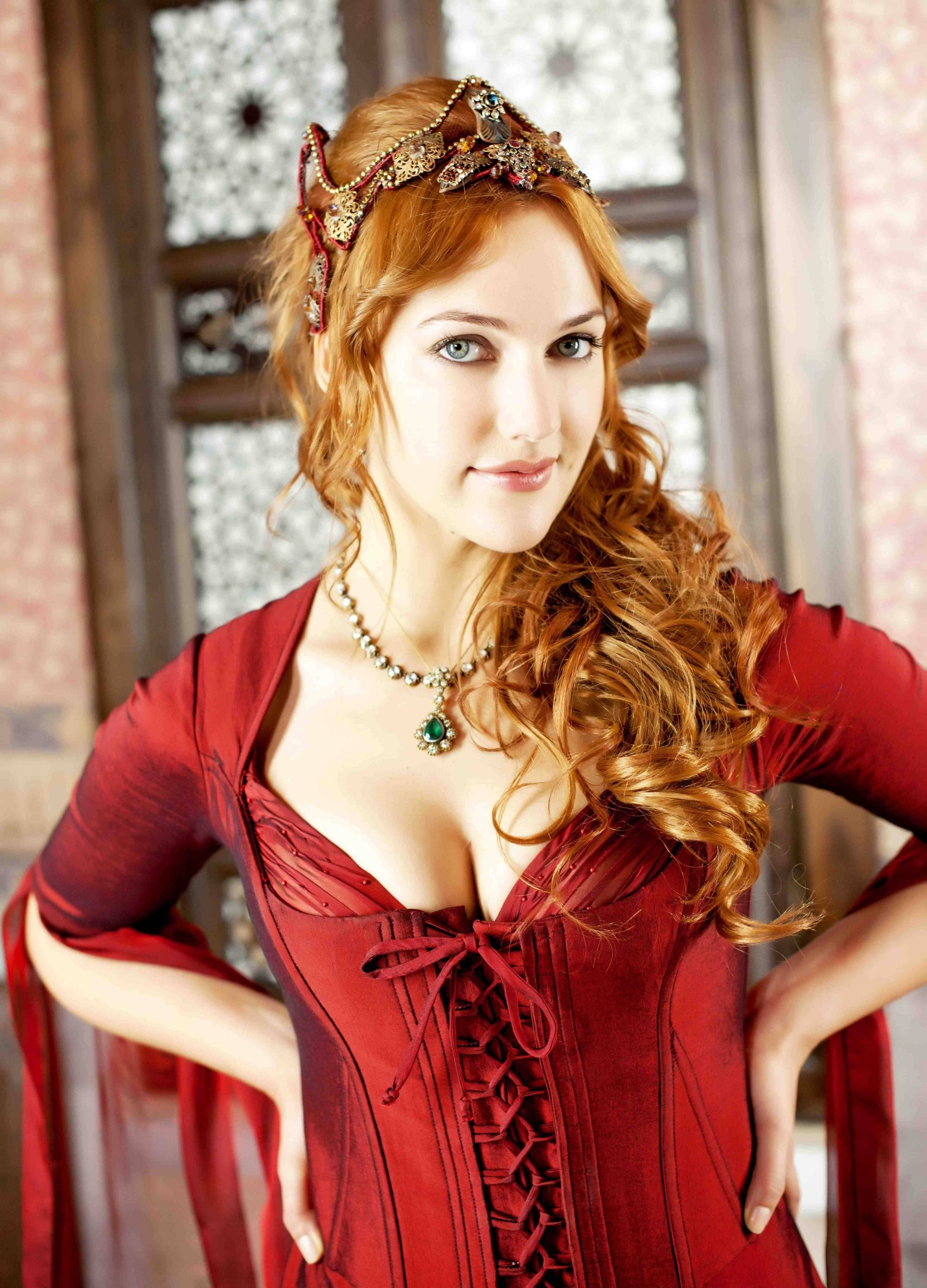 Meryem Uzerli Nude Photos 20