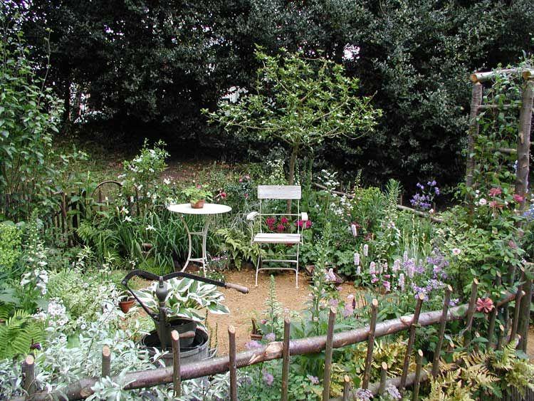 Refreshing Courtyard Gardens Design in Classic Style : Nice Looking Courtyard Gardens Design