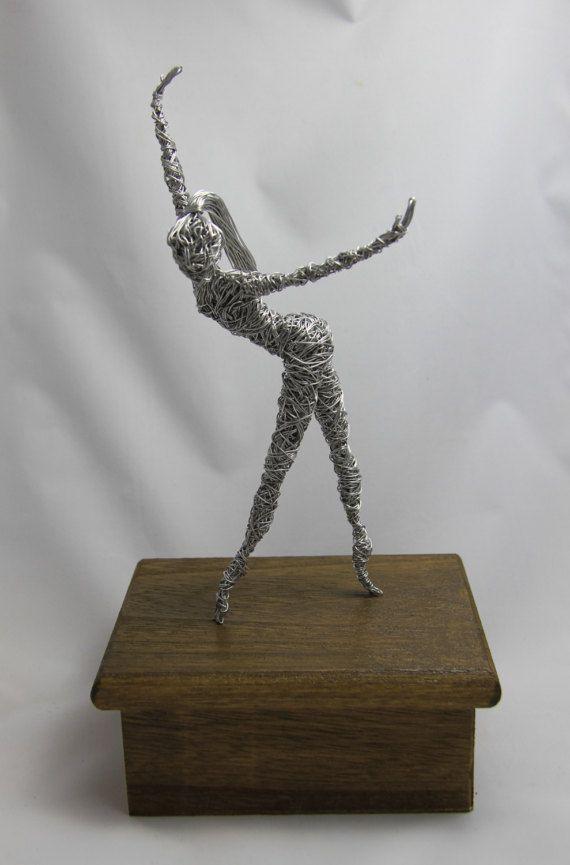 återbetalning En natt Ashley Furman  Sculpture of a Ballerina / Wire Sculpture / Ballet Dancer | Wire sculpture,  Wire art sculpture, Wire art