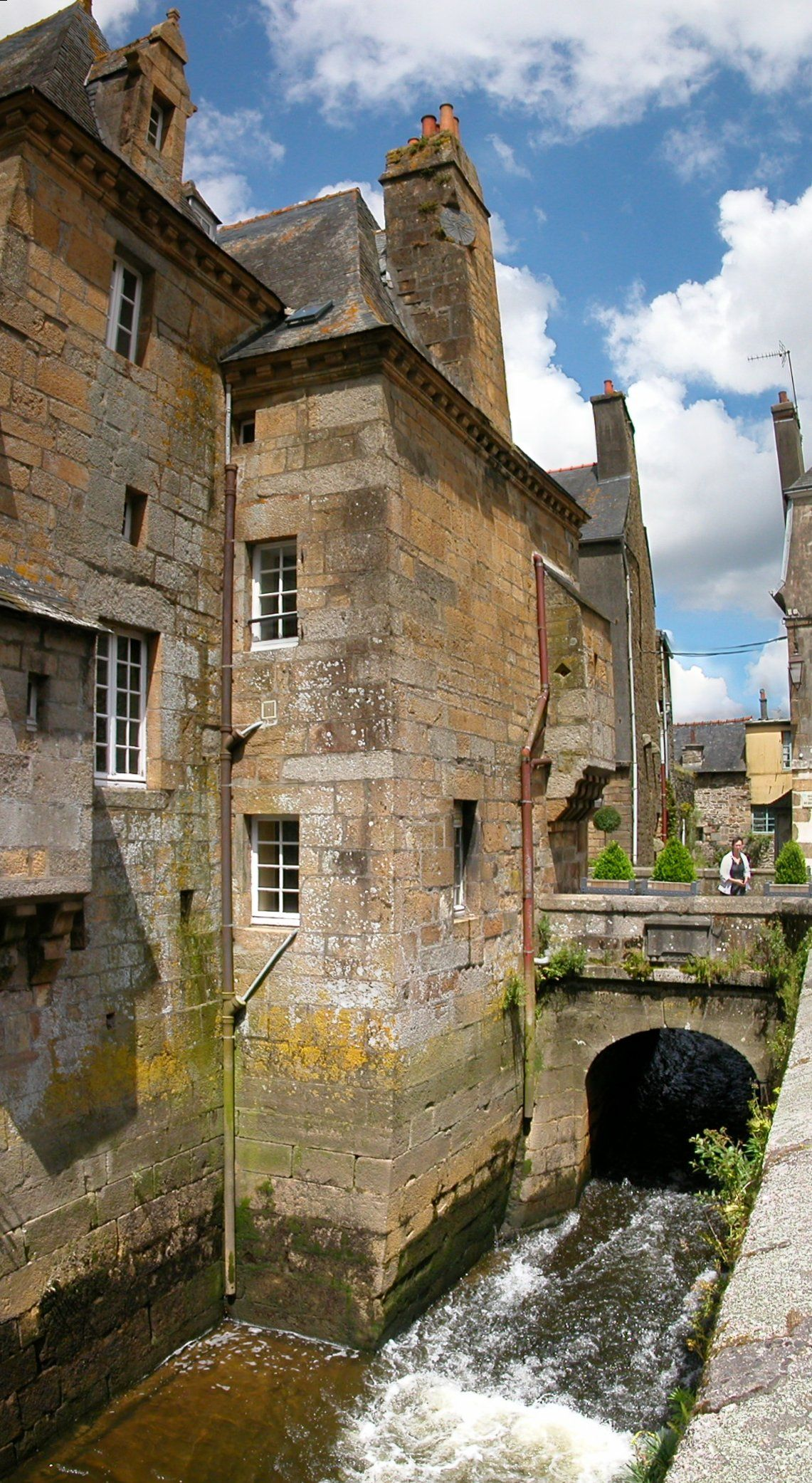 Le pont de Rohan sur l'Elorn, Landerneau, Haut Leon, Bretagne. A droite de la photo, on est en Cornouaille...