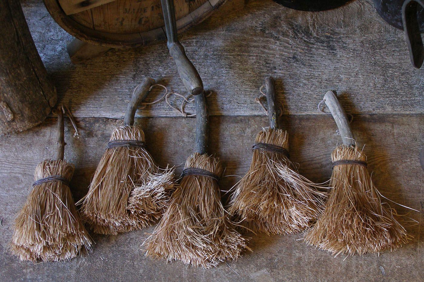 201 Pingl 233 Par Amy Eshelman Sur Primitives Brooms Brushes