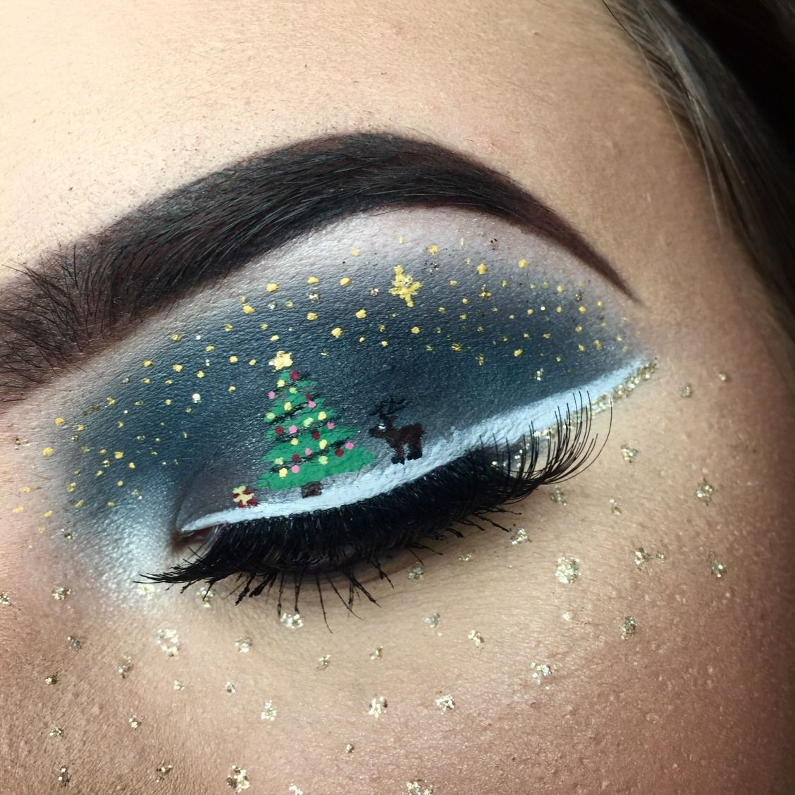 This Makeup Artist Drew The Most Mesmerizing Snow Globe Scene On