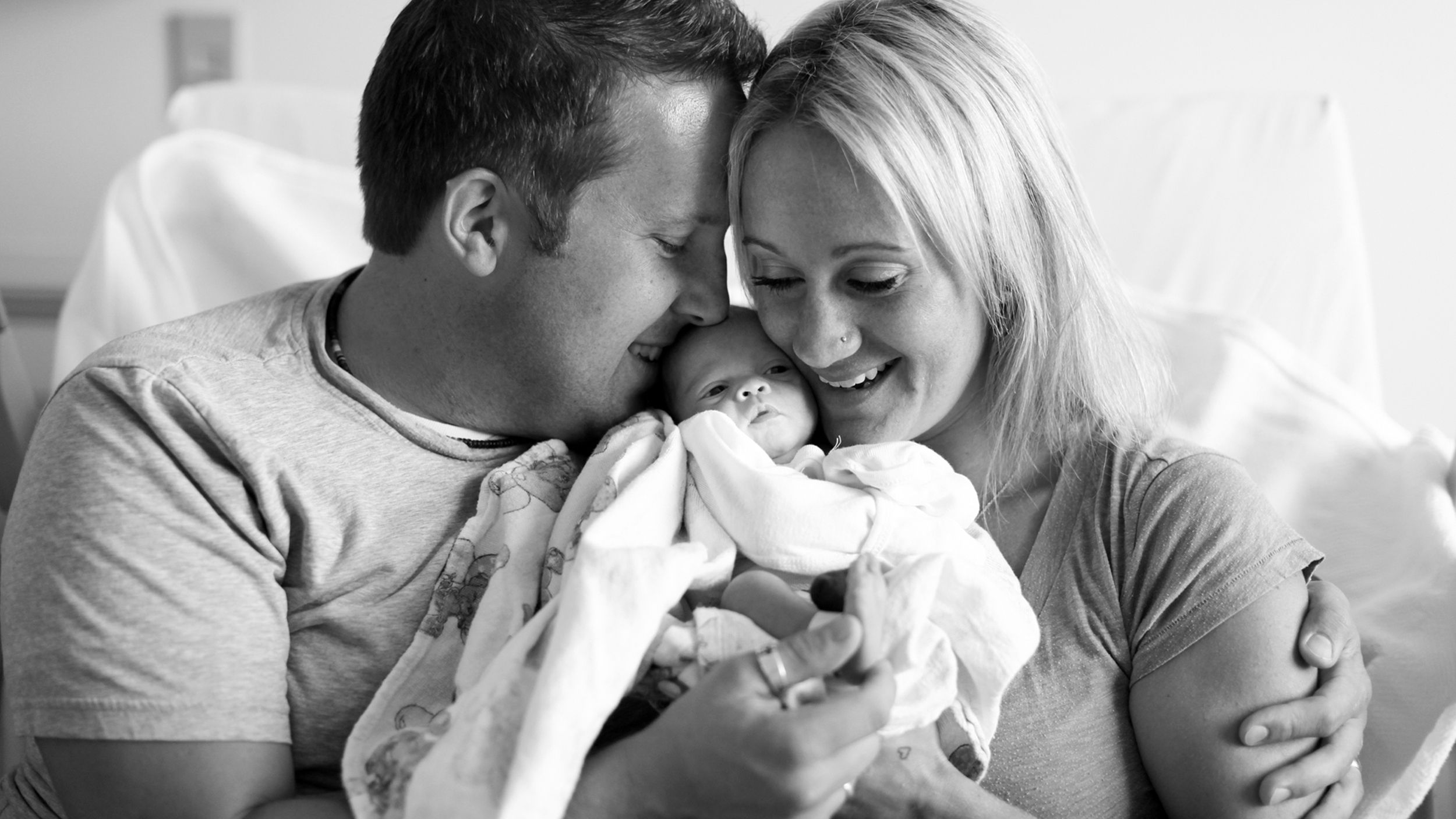 Photographer Captures Beautiful Moment When Couple Meet Adopted