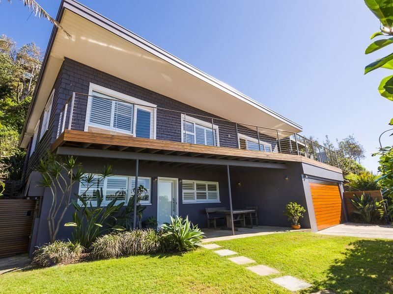 Stunning Collaroy Beach House On The Northern Beaches Of Sydney Beach House Exterior Beach House Design Facade House