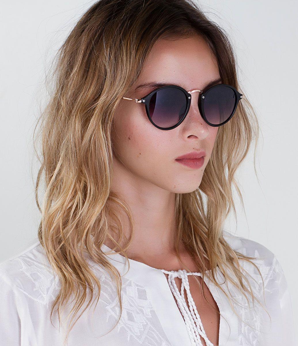 8624245ce9fff Óculos de sol Modelo redondo Hastes em acetato Lentes fumê degradê em  acrílico Proteção contra raios