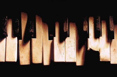 Artblack and whitebrokenfavoriteskeysmusic