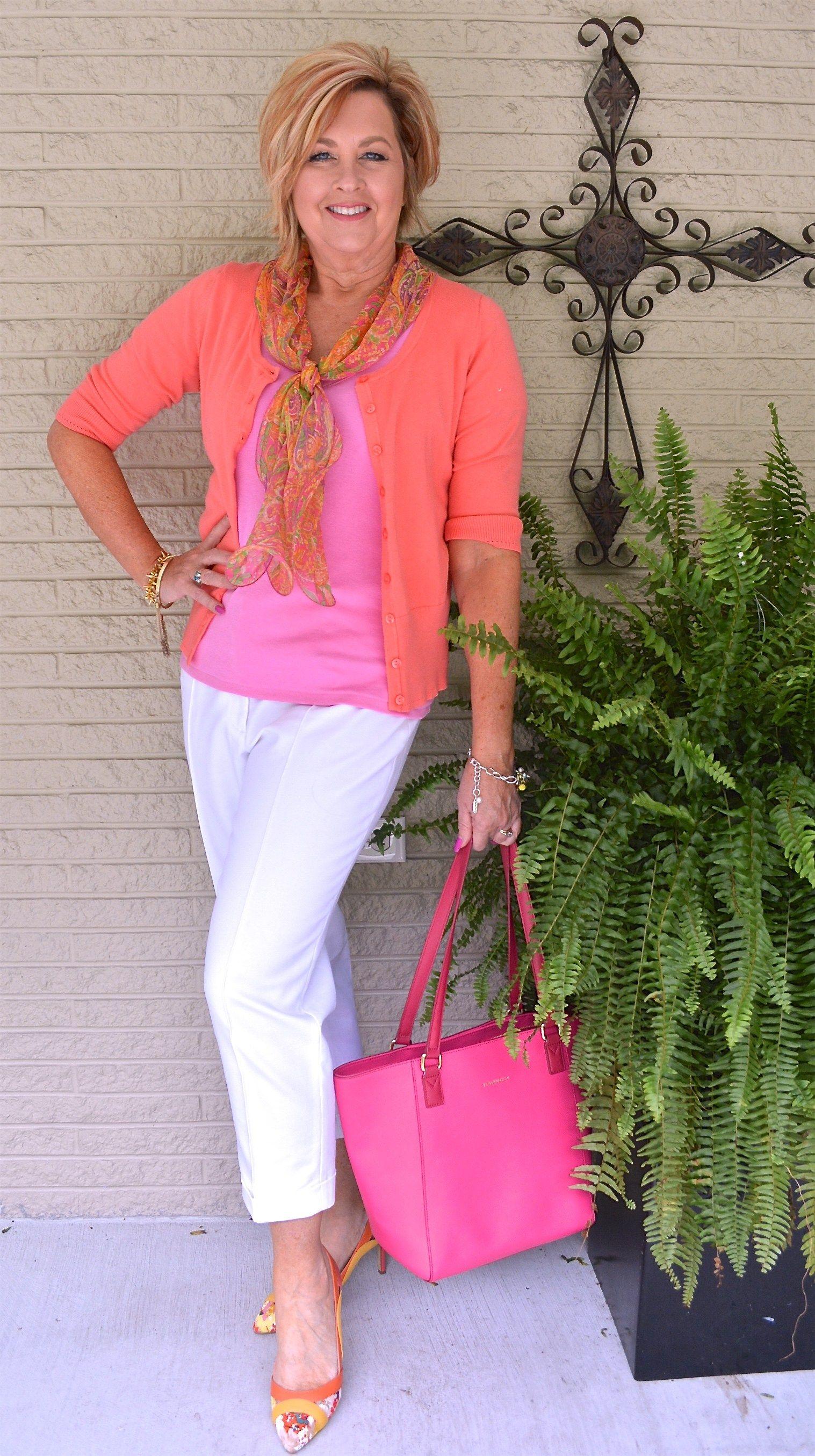 love coral with pink fashion pinterest sportlich. Black Bedroom Furniture Sets. Home Design Ideas