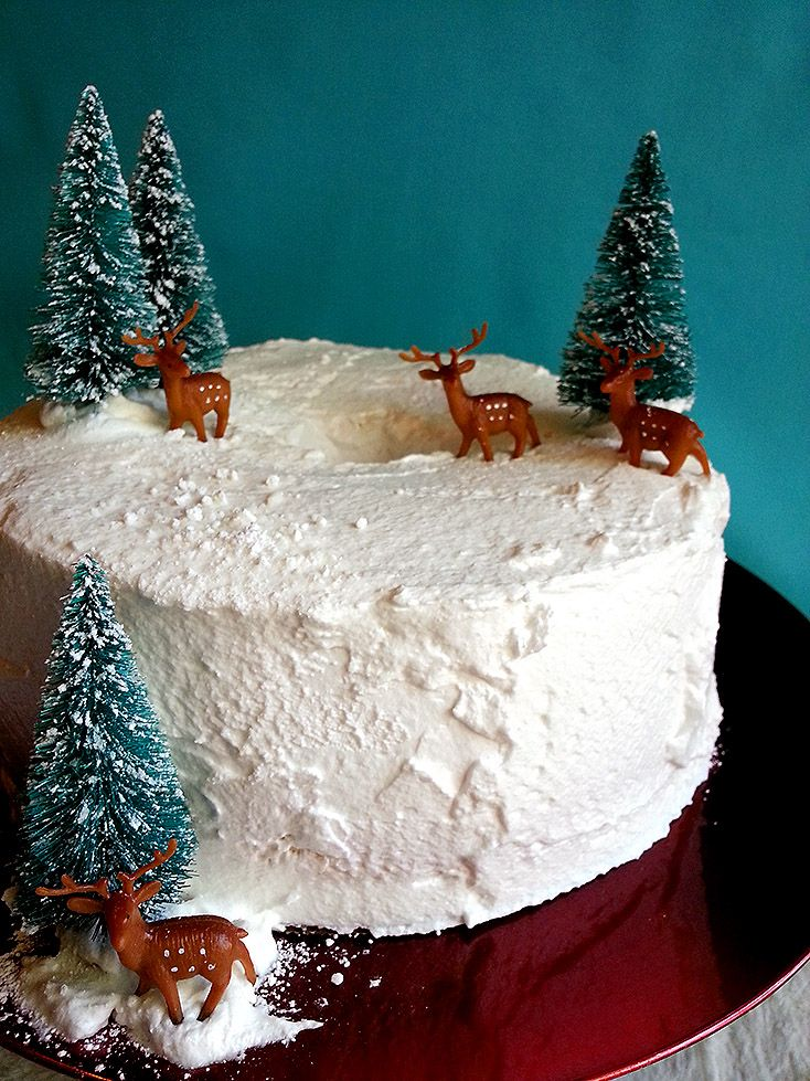 White Christmas Cake Angel Food Cake W Marshmallow Frosting Amazing Christmas Desserts Xmas Cake Alternative Christmas Desserts