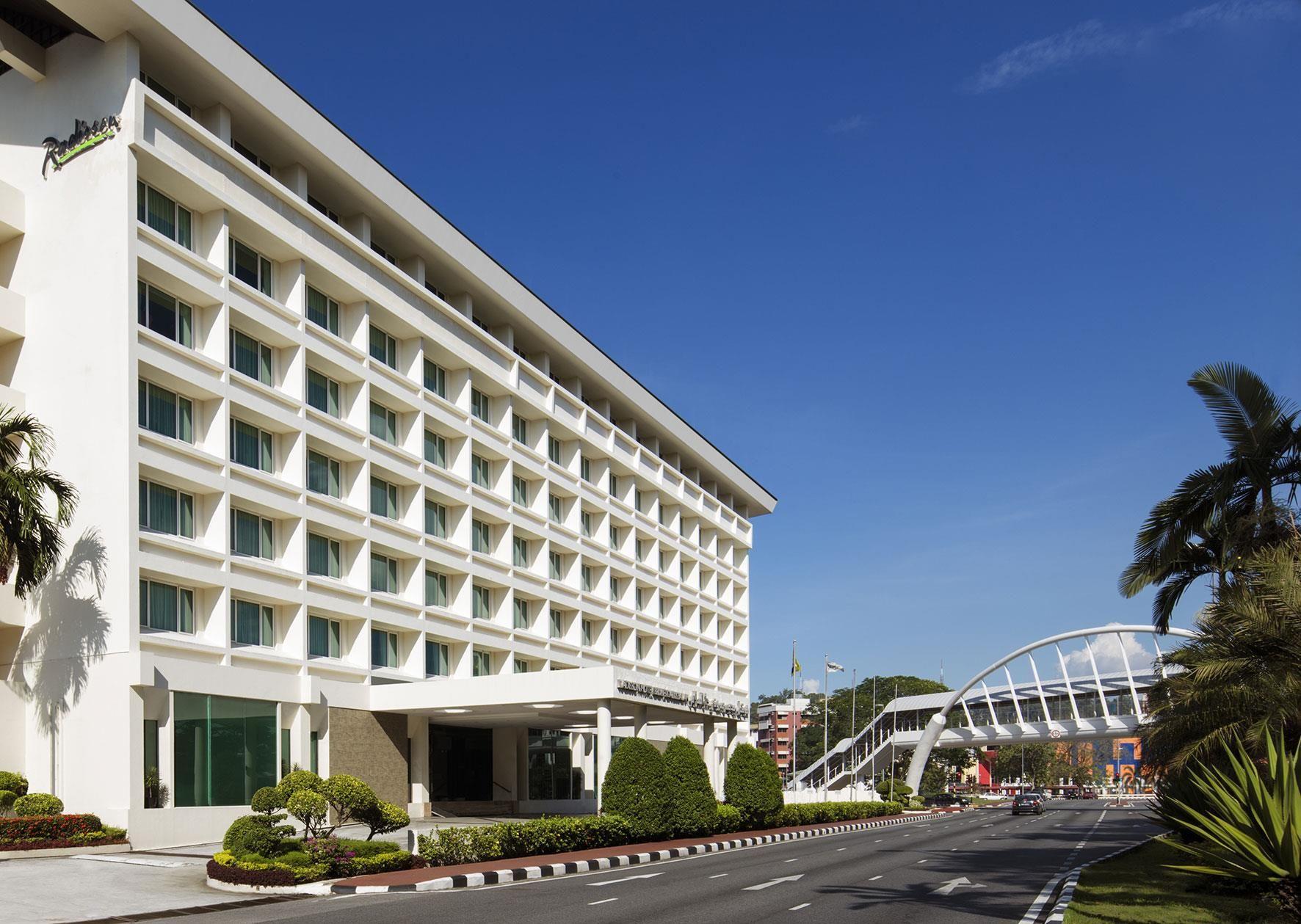 Bandar Seri Begawan Radisson Hotel Brunei Brunei Darussalam Asia Located In Kianggeh Radisson Hotel Brunei Is A Perf Radisson Hotel Hotel Bandar Seri Begawan