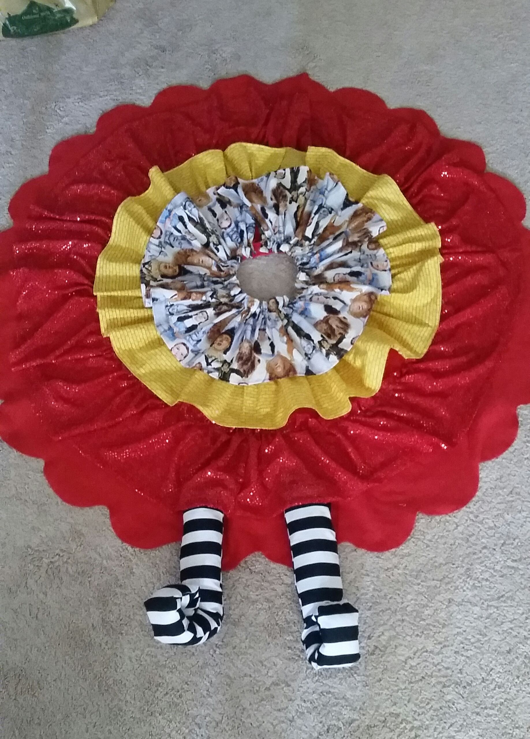 Wizard of Oz themed tree skirt. alyrhey Diy sewing