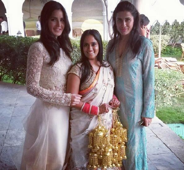 Omg Katrina Kaif Looking Gorgeous At Salman Khan S Sister Arpita Khan S Wedding Movie24update Bollywood Wedding Bride Sister Katrina Kaif