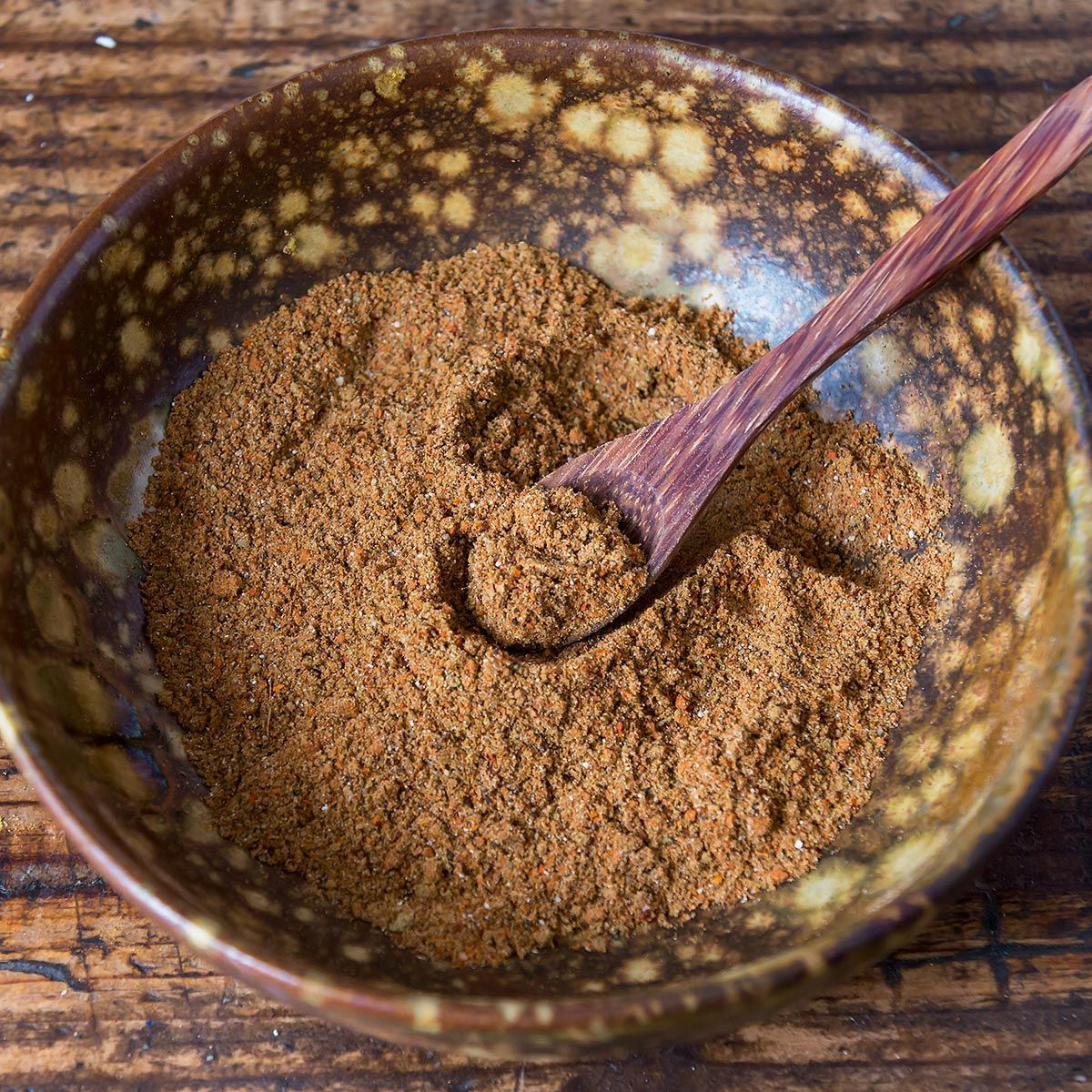 Make your own homemade gluten free taco seasoning! You save a lot compared to store-bought taco seasoning packets and on top of that you get to avoid the fillers and preservatives. Most likely you already have all of the taco mix ingredients in your spice cabinet. For 1 lb | Best | Clean | Mild | Large batch | Simple | one serving | bulk #glutenfree #recipe #DIY #tacos #paleo #keto #easy #seasoning #spices #taco #Mexican #Spicy #Healthy #whole30 #beef #lowcarb #tacoseasoningpacket Make your own #tacoseasoningpacket