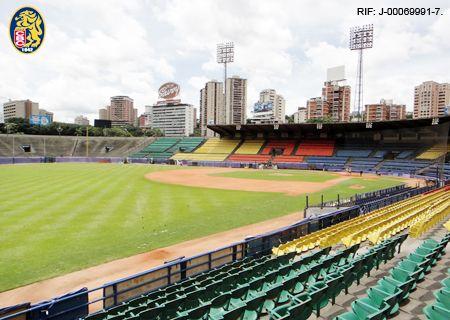 Entrada para juego entre Leones del Caracas vs. Cardenales de Lara, Leones vs. Águilas del Zulia o Leones vs. Bravos de Margarita por Bs. 36