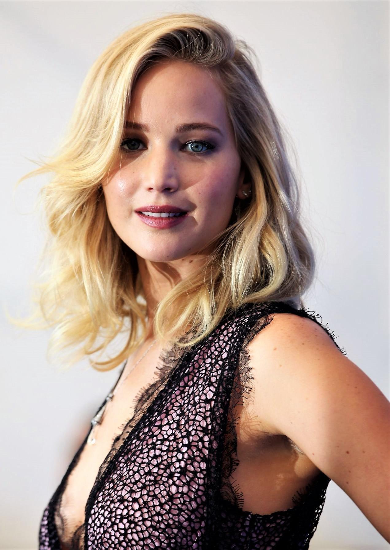Jennifer Lawrence Halloween 2020 Jennifer Lawrence in 2020   Jennifer lawrence, Michelle pfeiffer