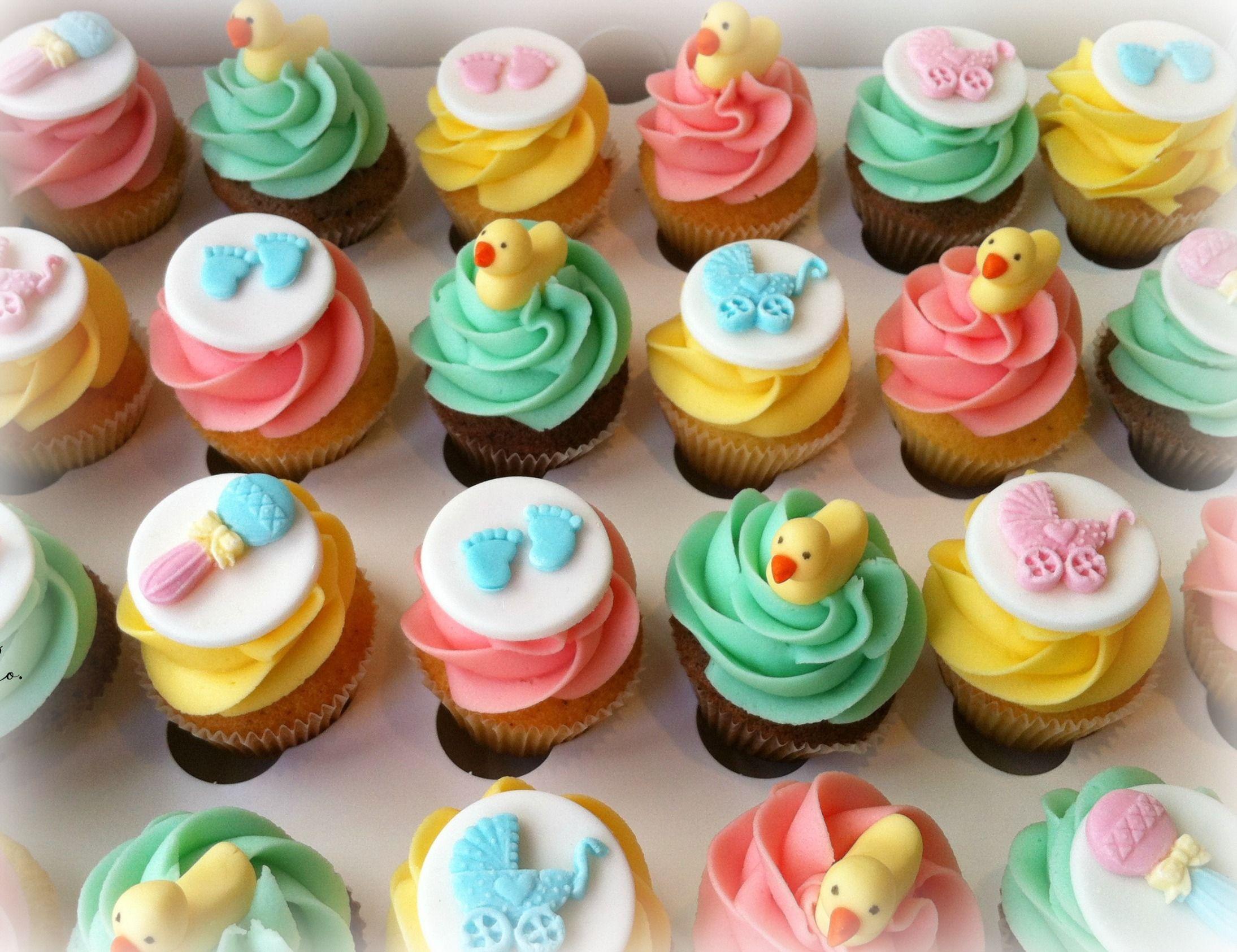 Baby shower mini cupcakes....