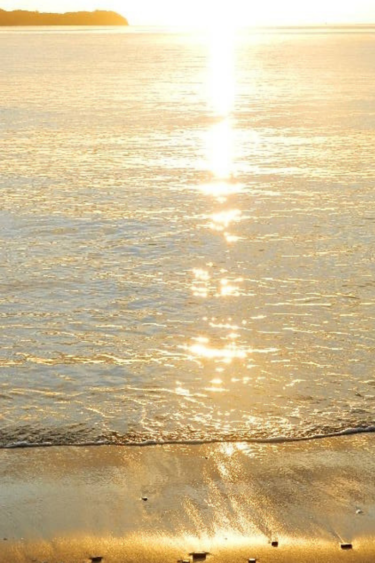 Golden Sunrise A Golden Hour In Photography Gold Aesthetic Aesthetic Wallpapers Beach Images