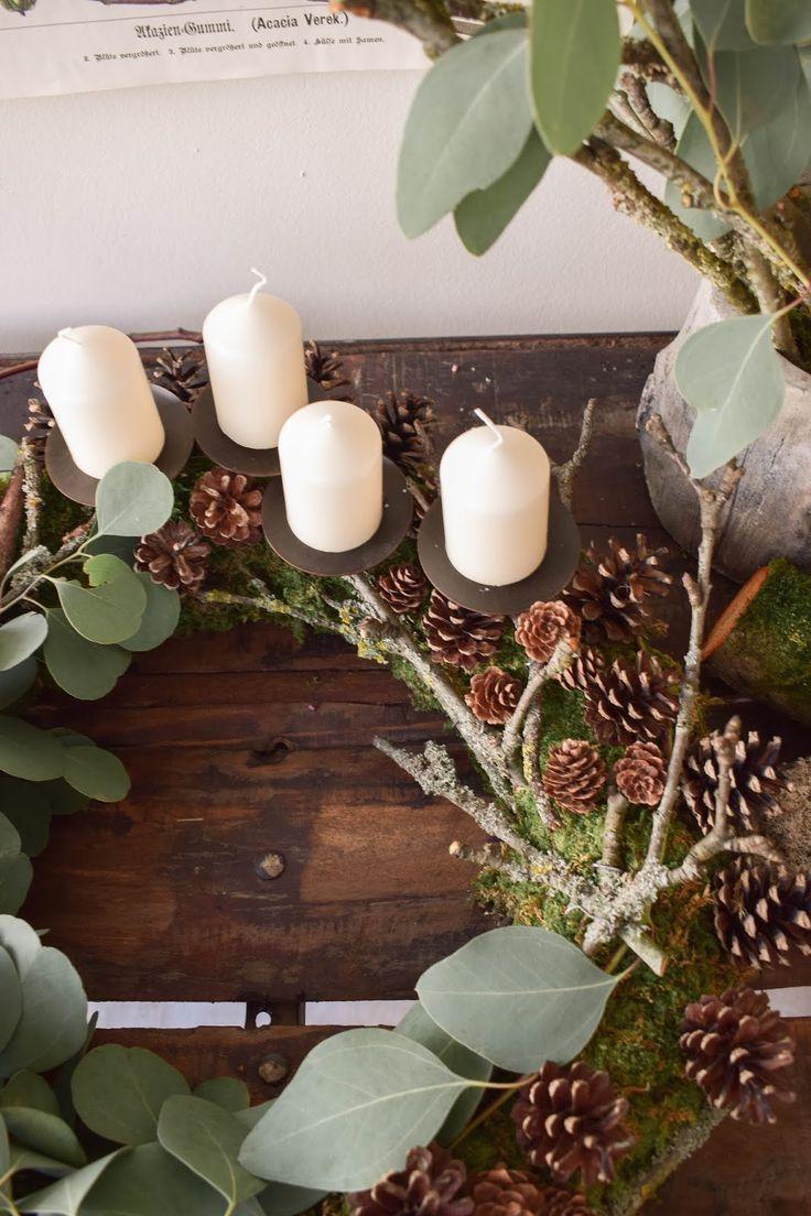 Adventskranz selber machen. DIY Mooskranz für Advent mit Zapfen, Eukalyptus, Ästen und ganz viel Natur. Adventskranz natürliche Deko Ideen #weihnachtsdeko2019trend