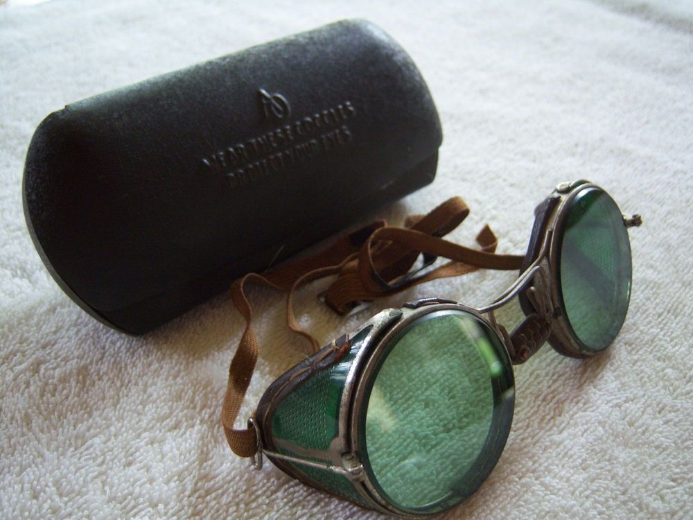 5181bf858a4 VINTAGE AO AMERICAN OPTICS GOGGLES SAFETY GLASSES W CASE STEAM PUNK  INDUSTRIAL