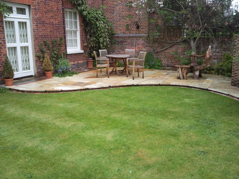Nice Curved Patio, Large Curves, Nothing Fussy, Nice Liner Plants Round  Outside,