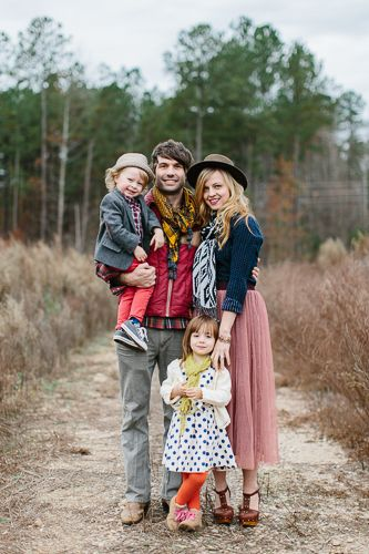 Non matching outfits for family photos. | picture ideas ...