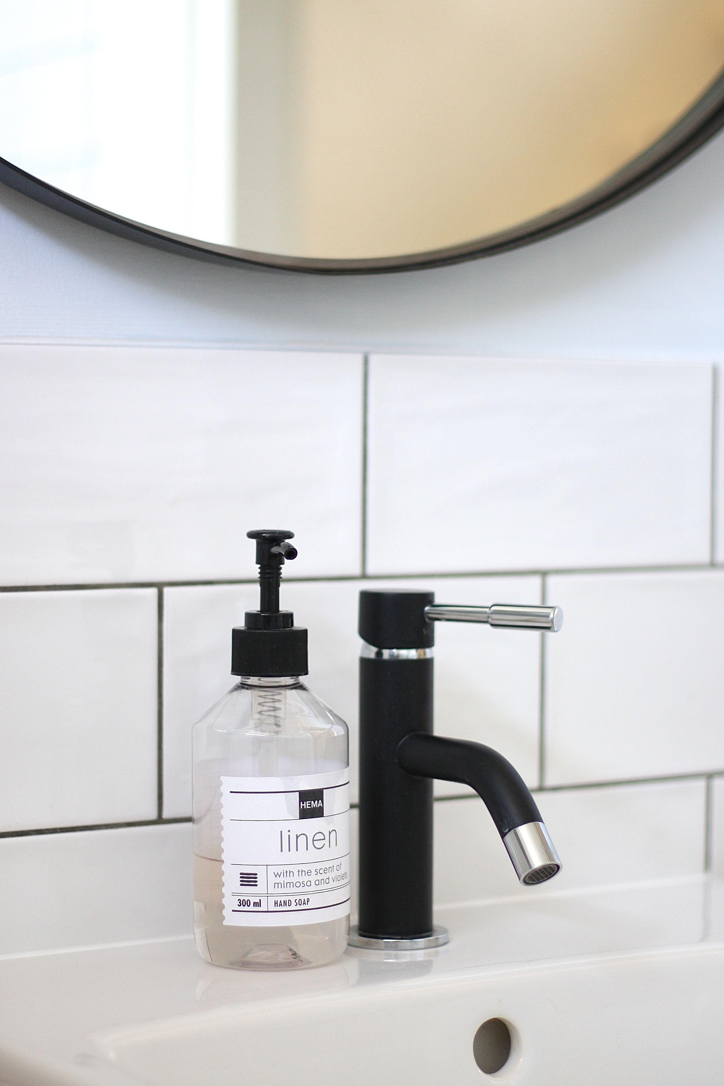 Badkamer zwarte kraan karwei hema handzeep metro for Badkamer kraan