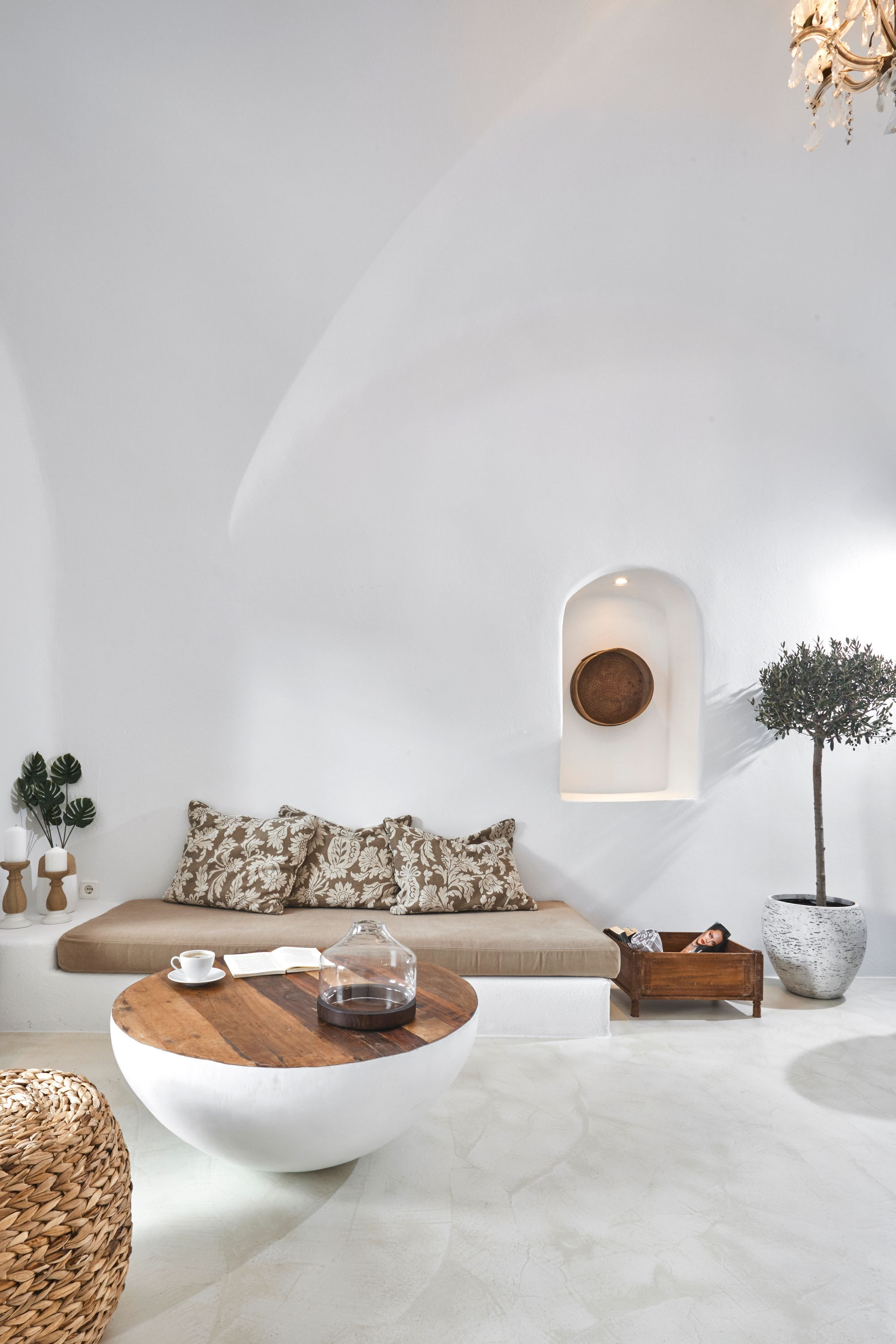 #cycladic #architecture #archilovers #architecturalstyle #interiordesign #decor livingroom #natural tones, #furnishing  #materials #cavehouse #builtinsofa #organicform #traditionmediterranean interiorstyling #dome #moderninterior #privatevilla #travel #inspiration #santorini   #interiordesign #interiors #decor #santorini #santorinivenue  #lovegreece #architecture #architecturelovers #archilovers #design #designer #photography #building #buildings #urban #beautiful #vacations #santoriniholidays