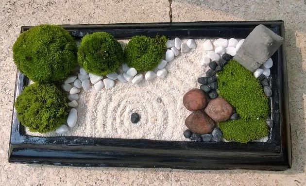 Although You Can Buy Desktop Zen Gardens In High End Gadget Stores Like Brookstone And A Sharper Image Miniature Zen Garden Desktop Zen Garden Zen Garden Diy
