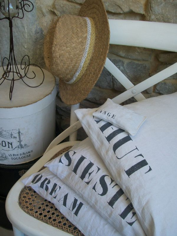 coussins en lin chanvre jute linge ancien draps anciens d co vintage brocante brocante. Black Bedroom Furniture Sets. Home Design Ideas