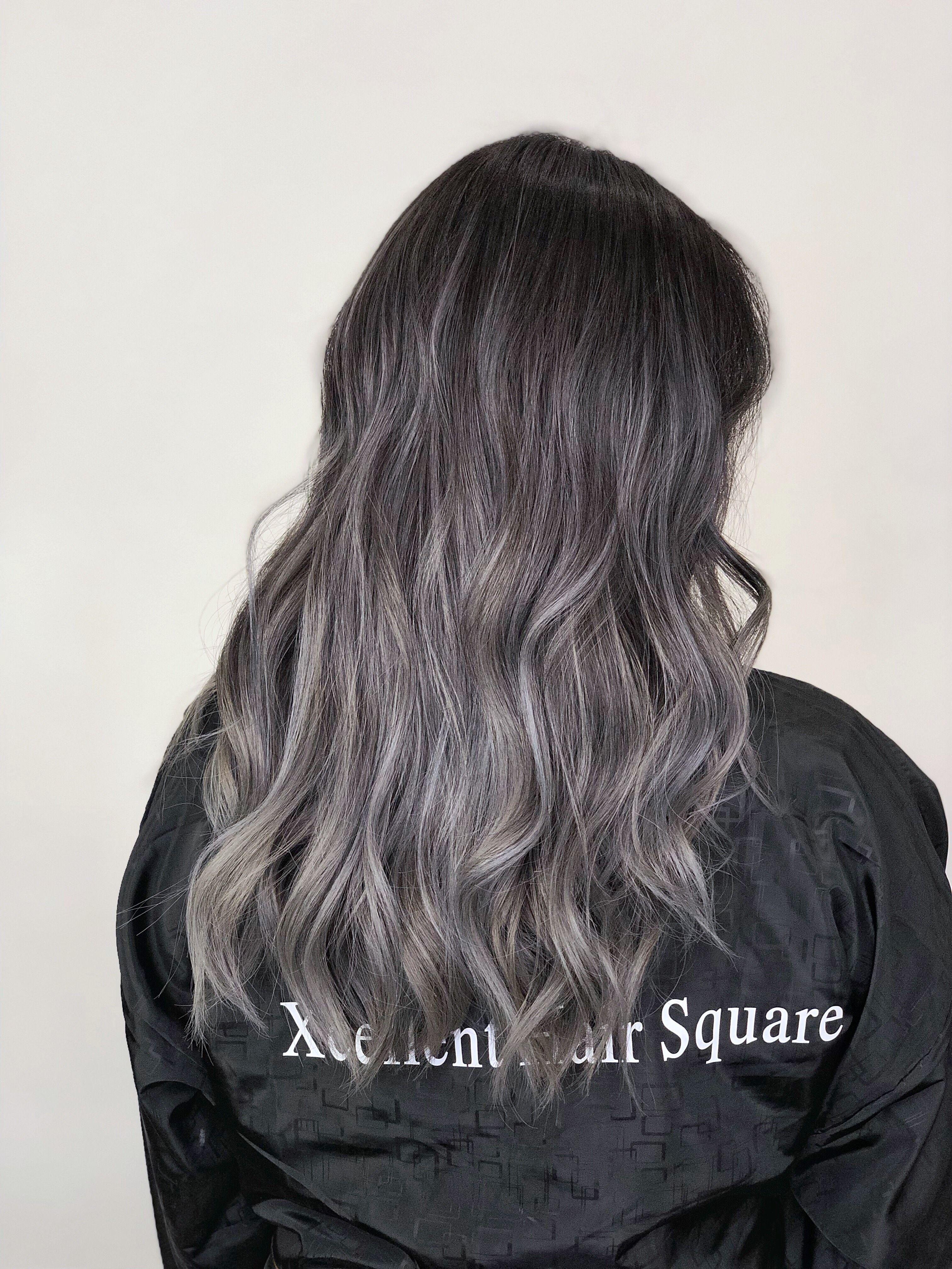 Ash Grey Balayage Ombre Highlights Gray Balayage Ash Gray Balayage Grey Hair Looks