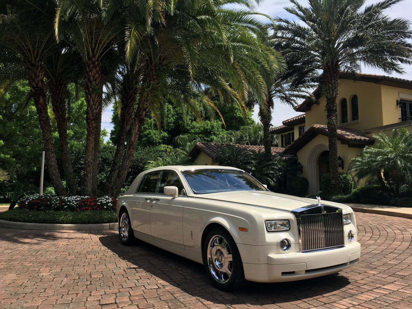 Rent Our White Rolls Royce Phantom For Your Wedding Call Today To Make A Rolls Royce Rolls Royce Phantom White Rolls Royce