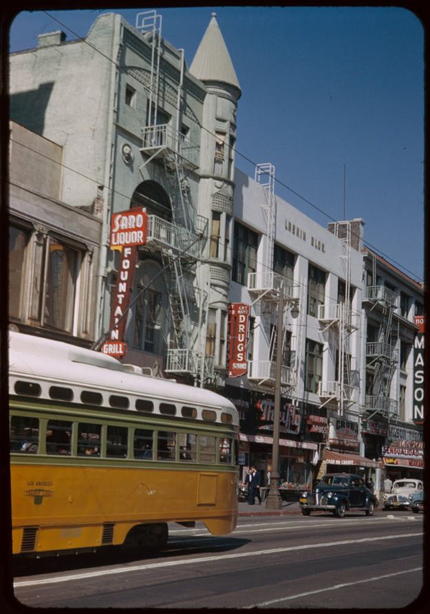 Then Broadway Between 2nd 1 St With Images Downtown Los Angeles Los Angeles History Vintage Los Angeles