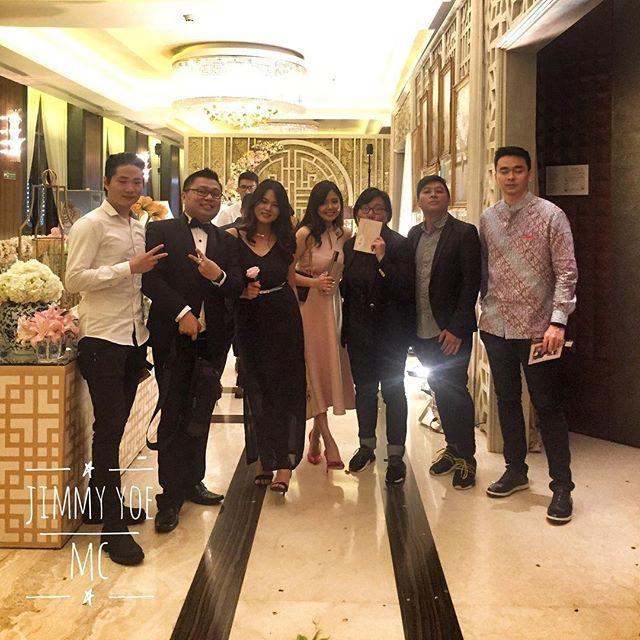 Masih mereka... #Wedding #weddingbandung #chinesewedding #weddingchinese #weddinginternational #internationalwedding #mandarin #weddingmc #mc #masterofceremony #weddingplanner #weddingorganizer #mcmandarin #mcbandung #mcjakarta #mcbali #mcmedan #mcpalembang #mcmanado #mclampung #mcsurabaya #vendor #weddingvendor #vendorwedding #vendorweddingbandung #weddingmc #mcwedding #mcweddingbandung #forentrie #jimmyyoemc