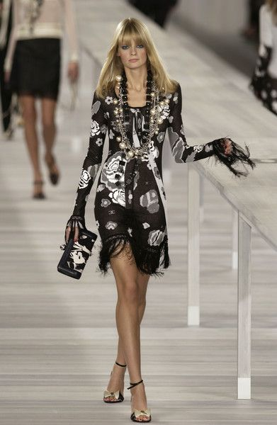 Chanel at Paris Fashion Week Spring 2004 - Runway Photos ...