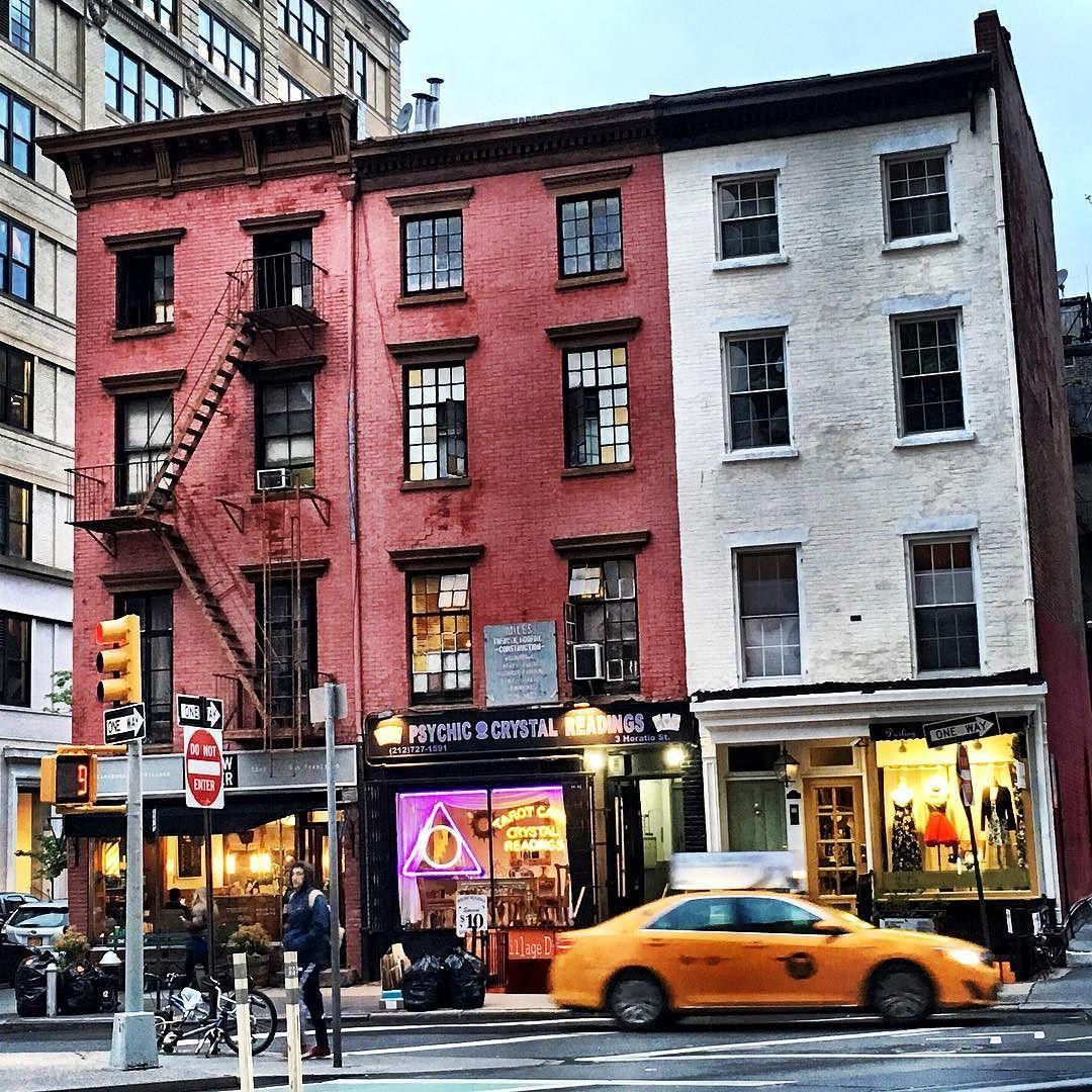West Village  @foxxinthefield #nyc #seeyourcity #westvillage #nycstreet #ig #ig_photooftheday #streetscenes #streetphotography #nycgo