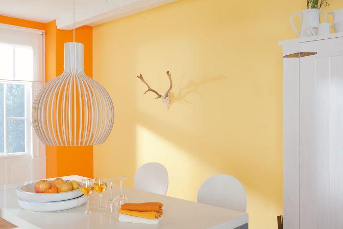 Die hellen Farben lassen den Raum größer wirken.