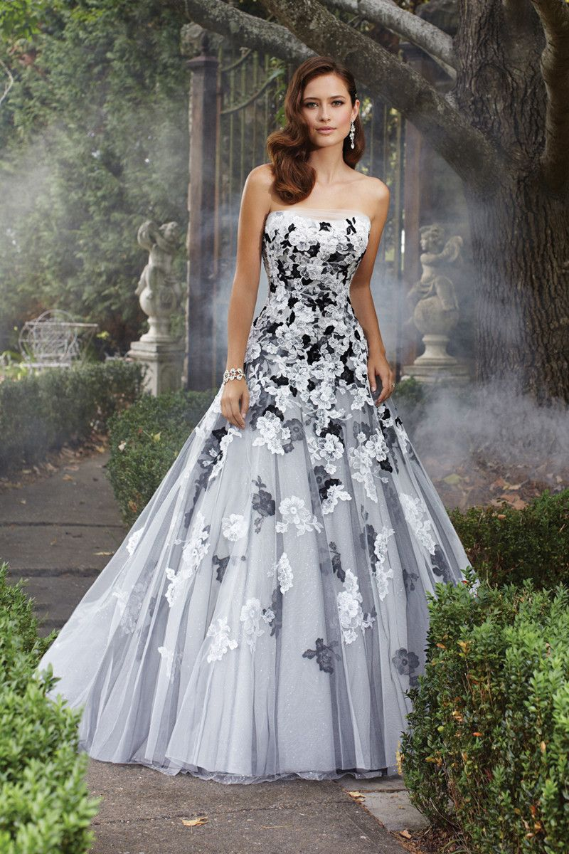 avant garde modern romantic black ivory white ball gown beading dropped floor illusion lace. Black Bedroom Furniture Sets. Home Design Ideas