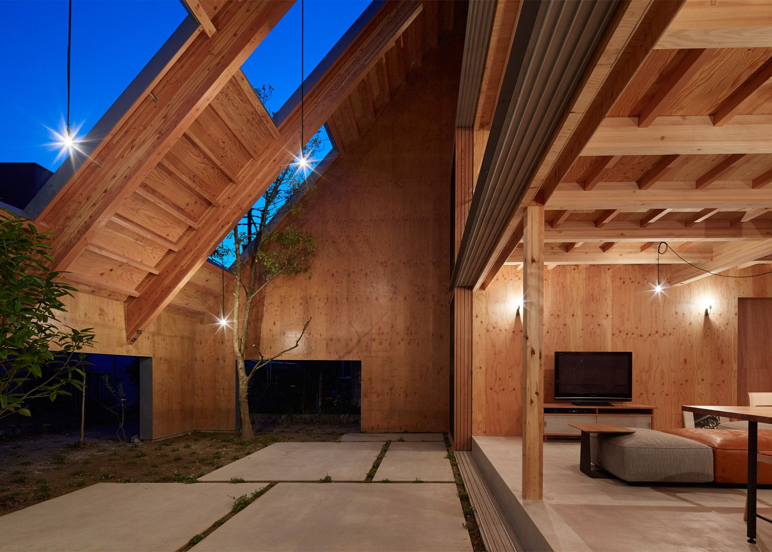 House in Anjo - Suppose Design Office - Japan - Sheltered Exterior ...