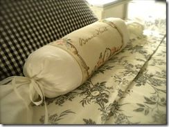 Romantic French Roll Pillow :: how to make it in 20 min.