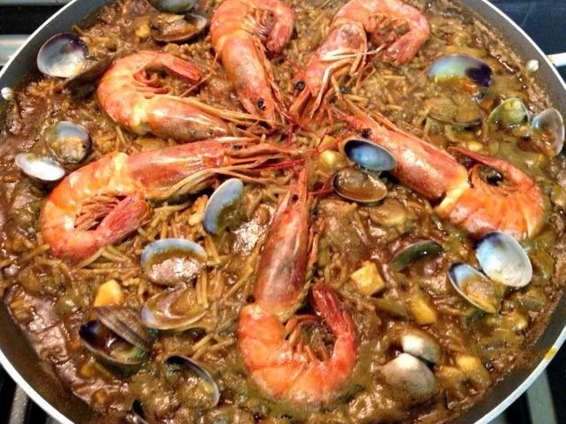 Fideuá de marisco! http://recetasysonrisas.blogspot.com.es/2013/07/fideua.html