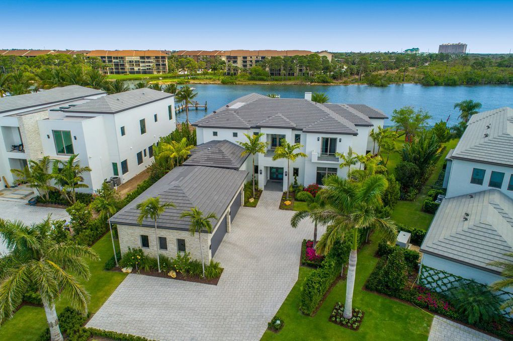 This Spectacular Contemporary Direct Intracoastal Custom