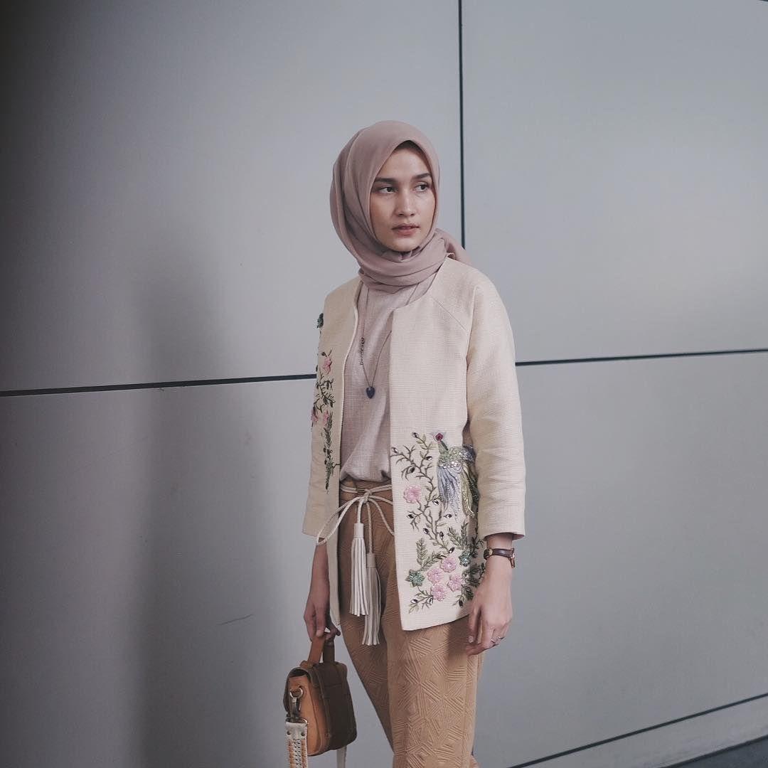 Pin By Terosha Reynanda On Hijabi Semi Formal In 2018 Pinterest Tendencies Kaos Faith Hitam S Ootd Hijab Casual Outfit Modest Fashion Style Muslim
