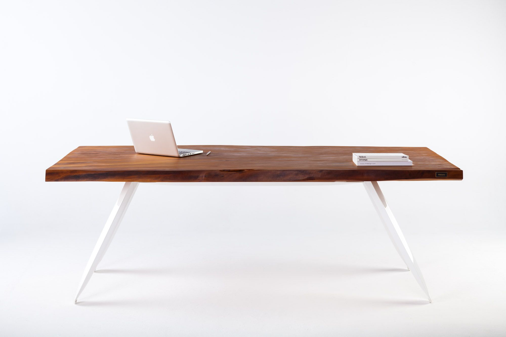 Kauri Table A Perfect Combination Of Materials The Human Race Has Been Using For Thousands Of Years Wood And Steel The An Design Tisch Altholz Tisch Antik