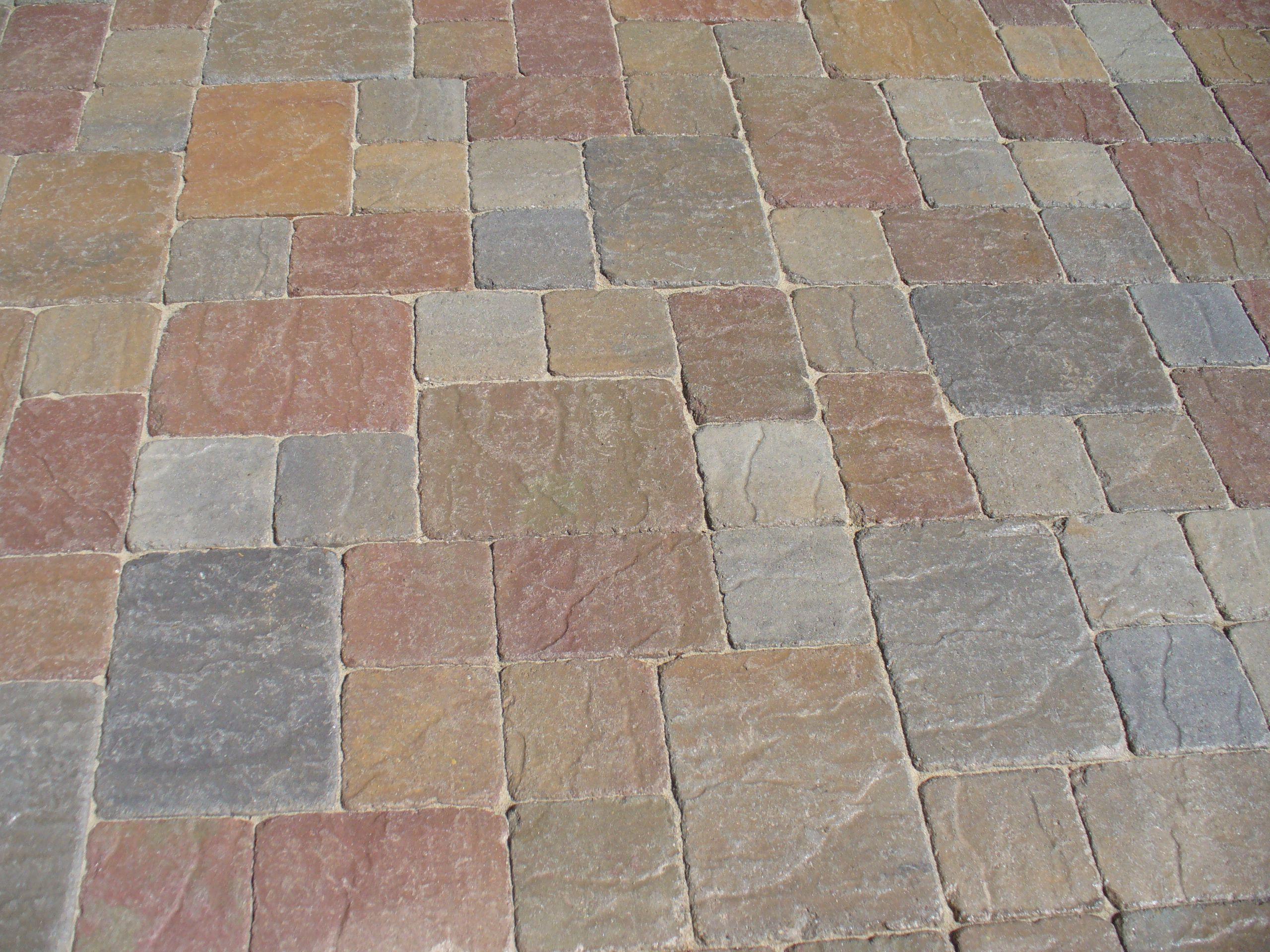 three color random pattern tumbled pavers