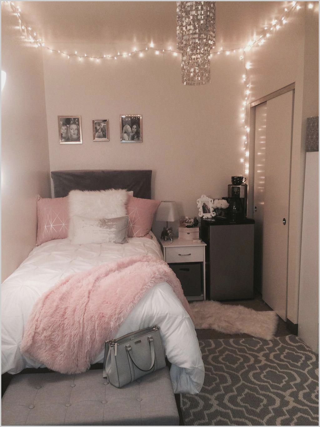 Small Teenage Bedrooms Tumblr In 2020 Small Room Bedroom Dorm Room Decor Dorm Room Inspiration