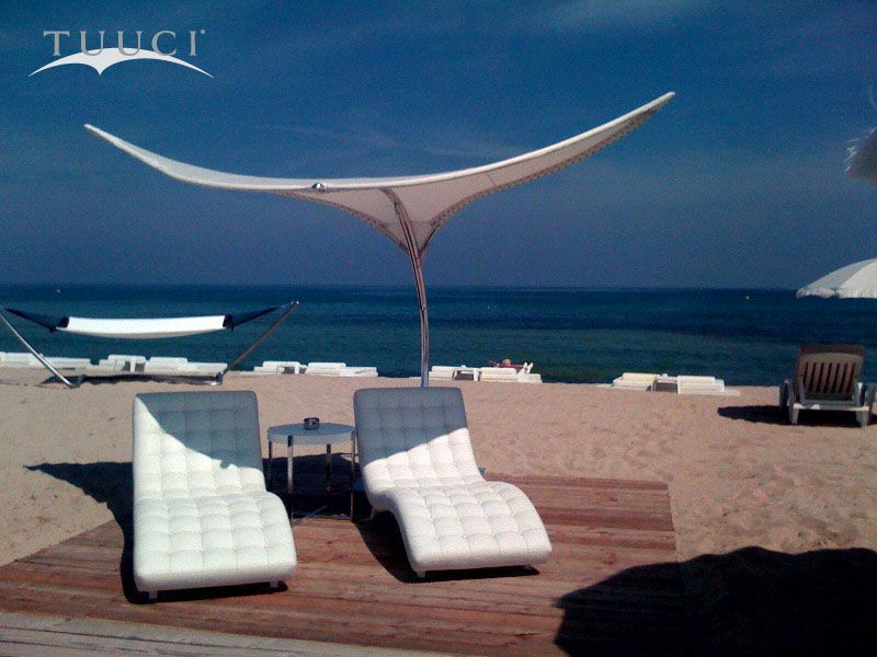 We Can Just Imagine Laying On These Chaise Lounges Under A Stingray At Club Les Palmiers In St Tro Outdoor Patio Umbrellas Patio Umbrellas Commercial Umbrellas